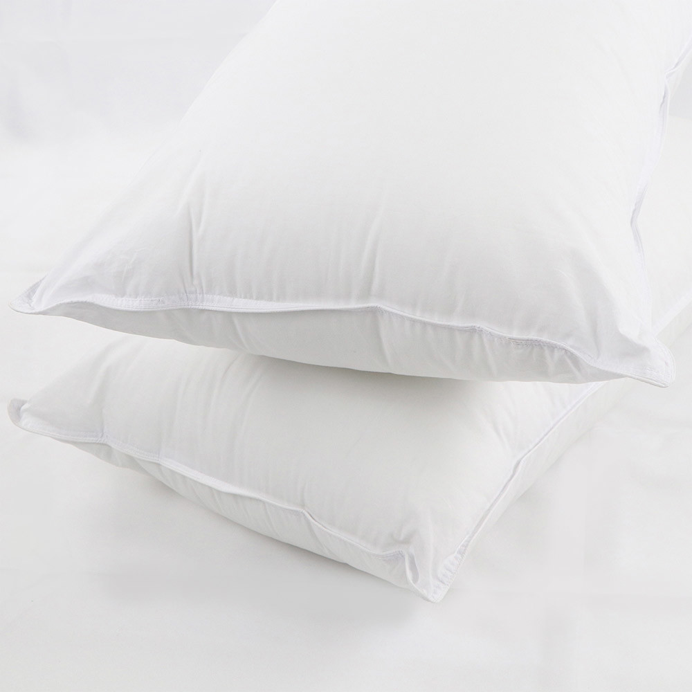 01---feather-light-darling-deluxe-pillow