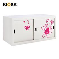 KIOSK ตู้บานเลื่อนทึบเตี้ย มีลวดลาย รุ่น Uni-line Steel Door พร้อมชั้นวาง 1 ชั้น + กุญแจล็อค - ลาย Bear