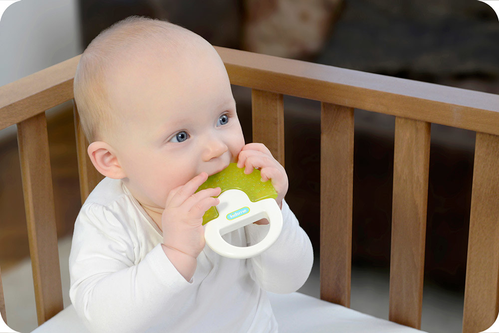 31-water-filled-soother-with-handle-2.jp