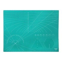 Deli 78402 แผ่นรองตัดกระดาษ สีเขียว A2 (605x455 มม.)