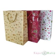 Sugar Daisy ถุงของขวัญพิมพ์ลาย 24.7 x 35 ซม. คละลาย คละสี (แพ็ก 3 ชิ้น)