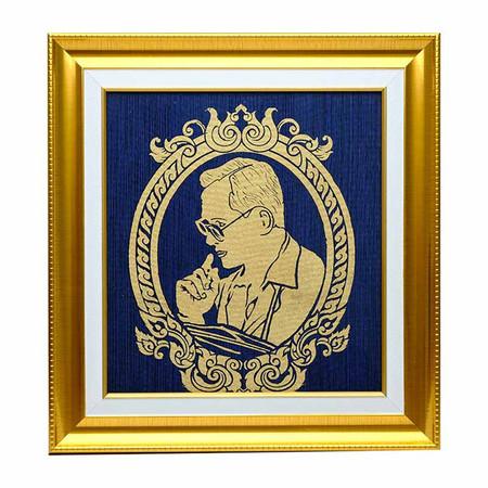 เยี่ยมศิลป์ กรอบรูปสำเร็จ ผ้าไหมพื้นสีน้ำเงิน ในหลวงราชกาลที่ 9 YS-0015