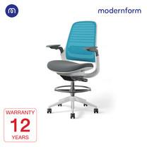 Modernform เก้าอี้ Steelcase ergonomic รุ่น Series1 Stool พนักพิงกลาง สีฟ้า หุ้มด้วยผ้าตาข่ายไมโครนิต เก้าอี้เพื่อสุขภาพ