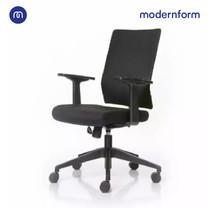 Modernform เก้าอี้สำนักงาน รุ่น PI พนักพิงกลาง แขนปรับไม่ได้ ขาไนลอน เบาะผ้าดำ พนักหุ้มผ้าตาข่ายดำ