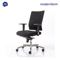 Modernform เก้าอี้สำนักงาน รุ่น PI เก้าอี้พนักพิงกลาง ขาอะลูมิเนียม เบาะหุ้มผ้าดำ พนักพิงหุ้มผ้าตาข่ายดำ