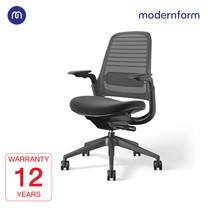 Modernform เก้าอี้ Steelcase ergonomic รุ่น Series1 โครงสีดำ พนักพิงกลาง สีเทาเข้ม เบาะสีดำ เก้าอี้เพื่อสุขภาพ
