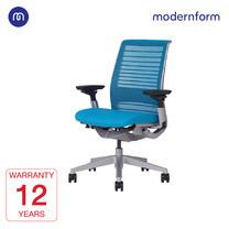Modernform เก้าอี้ Steelcase ergonomic รุ่น Think v2 Platinum พนักพิงกลาง สีฟ้า ปรันเอนได้ 4 ระดับ เก้าอี้เพื่อสุขภาพ