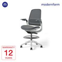 Modernform เก้าอี้ Steelcase ergonomic รุ่นSeries1 Stool พนักพิงกลางสีเทาเข้ม หุ้มด้วยผ้าตาข่ายไมโครนิต เก้าอี้เพื่อสุขภาพ