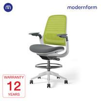 Modernform เก้าอี้ Steelcase ergonomic รุ่น Series1 Stool พนักพิงกลาง สีเขียว หุ้มด้วยผ้าตาข่ายไมโครนิต เก้าอี้เพื่อสุขภาพ