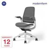 Modernform เก้าอี้ Steelcase ergonomic รุ่น Series1 พนักพิงกลาง สีเทาเข้ม หุ้มด้วยผ้าตาข่ายไมโครนิต เก้าอี้เพื่อสุขภาพ