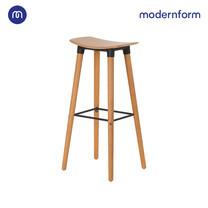 Modernform เก้าอี้บาร์สตูลสูง รุ่น ETI 002C เบาะไม้ ขาไม้จริง ที่วางเท้าเหล็กสีขาว