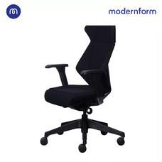 Modernform เก้าอี้สำนักงาน รุ่น  FLIP FLAP พนักพิงกลาง เบาะและพนักพิง หุ้มผ้าสีดำ
