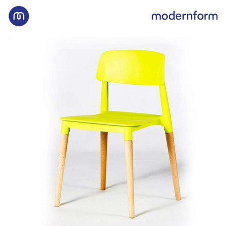 Modernform เก้าอี้เอนกประสงค์ เก้าอี้สัมมนา รุ่น PW018 สีเขียวเหลือง เก้าอี้พลาสติก ขาไม้จริง