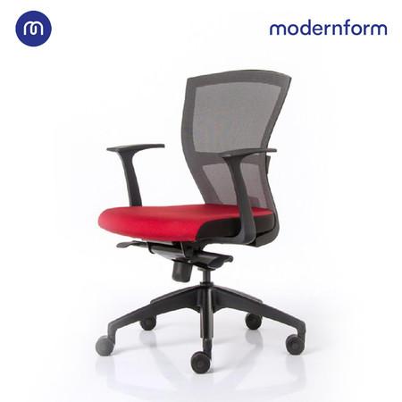 Modernform เก้าอี้สำนักงาน รุ่น E1 โครงดำ แขน FIX ขาพลาสติก พนักตาข่ายสีดำ เบาะผ้าสีแดง