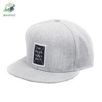 หมวกแก๊ปทรง Snapback สีเทา