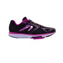 รองเท้าวิ่ง NEWTON RUNNING Wmn's Distance VIII B - Neutral Speed Trainer  (BLACK/FUSCIA) P.O.P 1